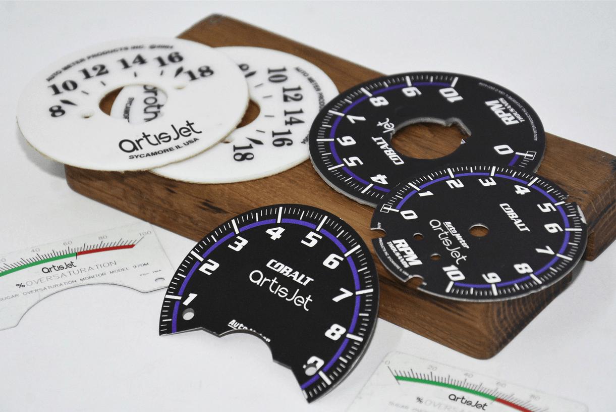 Εκτύπωση κοντέρ και πινακίδων σήμανσης μηχανημάτων